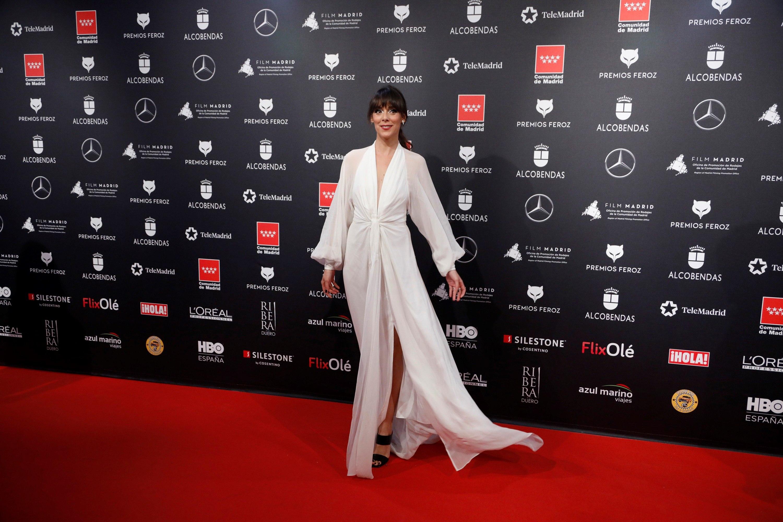 Belén Cuesta apuesta por el «glitter» y las extensiones para los premios Feroz 2020 en su «look» más atrevido