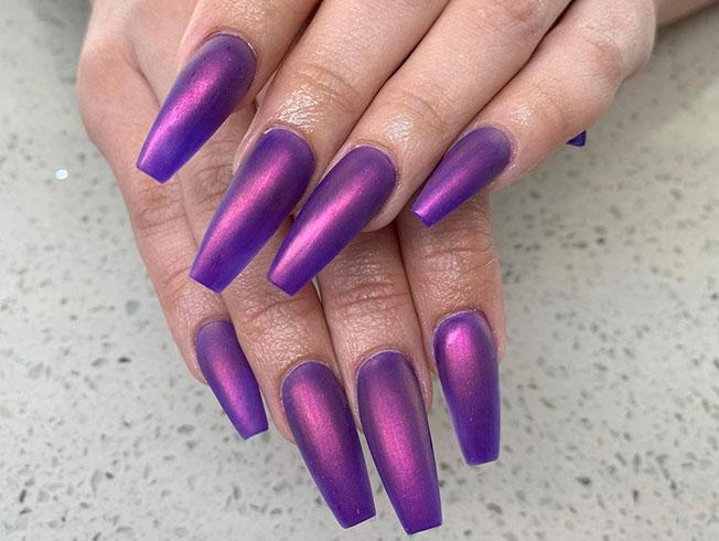 Las Kardashian se apuntan a la última tendencia en uñas: manicura cromada mate