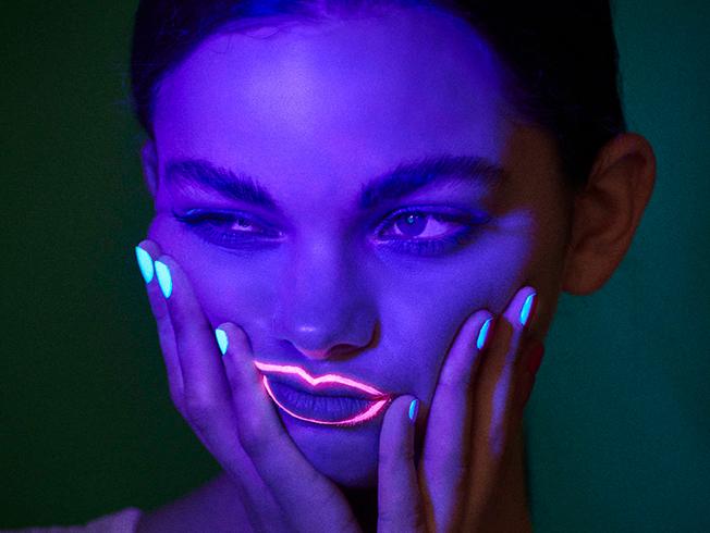 Manicuras que brillan en la oscuridad y otras tendencias en uñas para el verano 2020