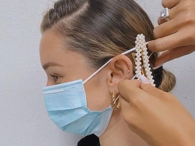 El truco con accesorios de pelo para que la mascarilla no dañe las orejas