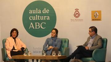 Carmen Oteo y Begoña García junto a Francisco Robles durante la presentación de sus libros