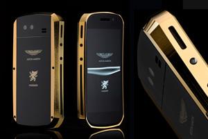 Mobiado Grand Touch Aston Martin, dorado y negro